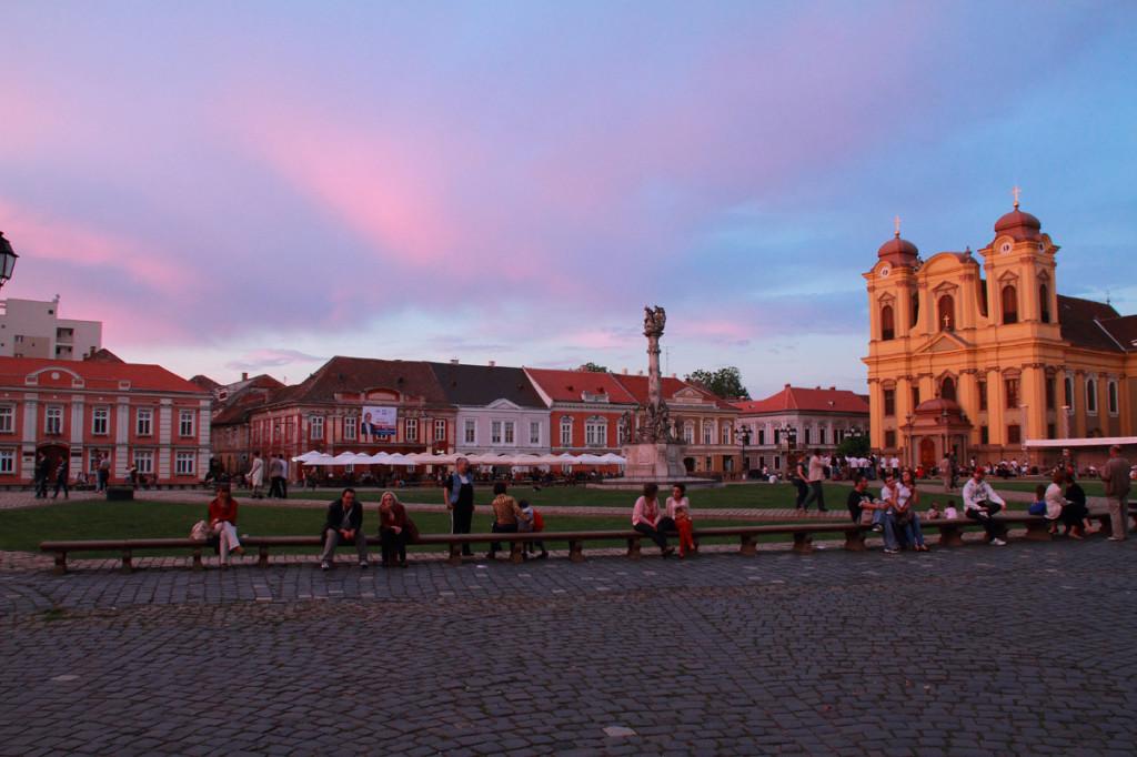 Timisoara, Piata Unirii, locul preferat de intalnire al timisorenilor_CT